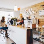 Foto Frauen im Coffeshop